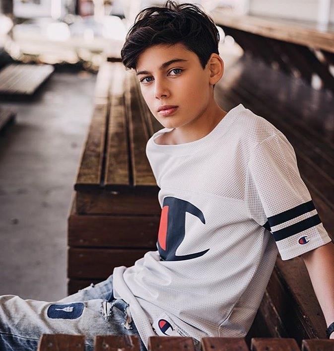 Alec 27